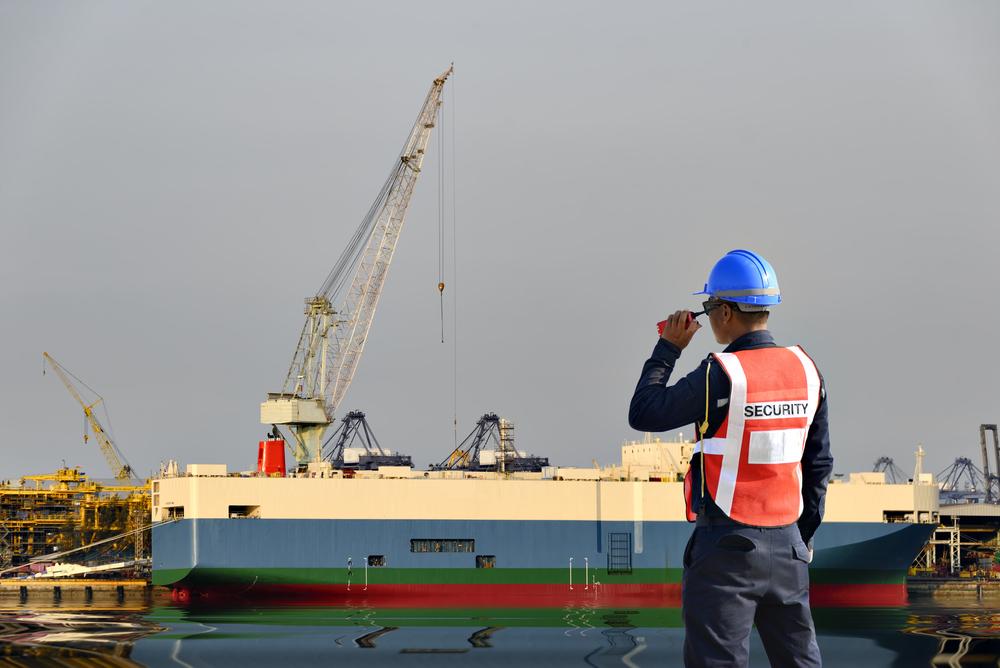 ท่าเรือ ต้องมีเจ้าหน้าที่รักษาความปลอดภัยประจำอยู่หรือไม่